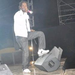 Bobi Wine performing at Basiima Ogenze Concert