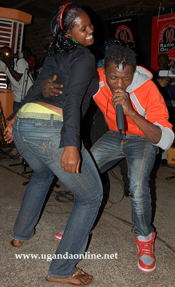 Chameleone and a fan at Club Obligatto