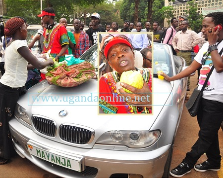 Jose Chameleone enjoying mangoes at the National Theatre