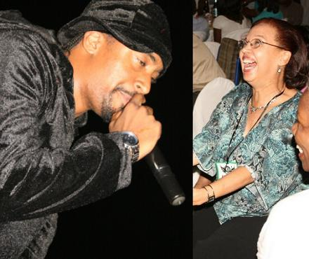 Navio Sings to Mum