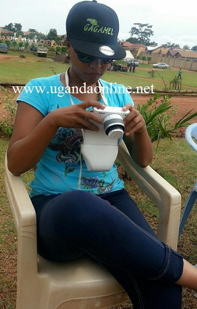 Bebe Cool's wife Zuena checking out launch pics